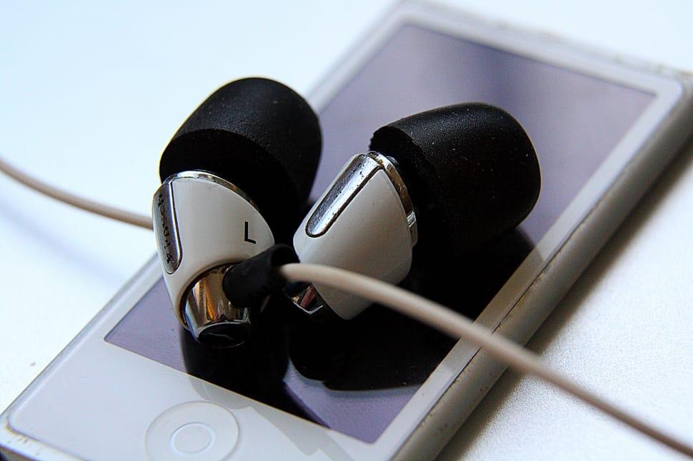 best earbuds under 1000