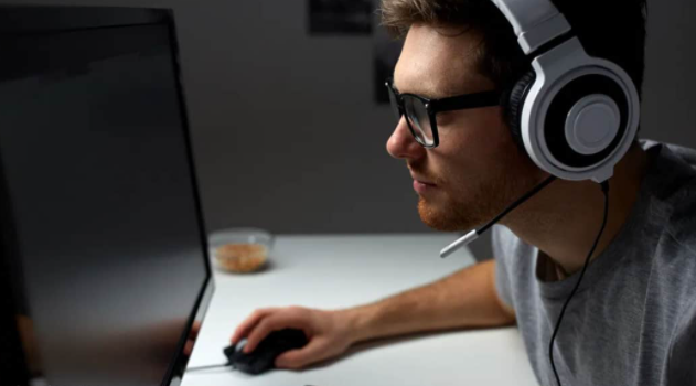 How to Wear Headphones with Glasses – [ 4 Easy Ways ]